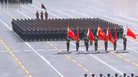 中国武警劈枪式真是太好看了后面这个国家跟谁学的正步踢