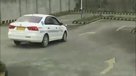 曾经老司机被吊销驾照,再次考试连教练都看呆了,现实版飞驰人生