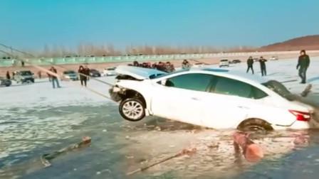 这就是冰湖上玩车的下场,心疼这车