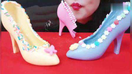 韩国美女吃播__吃造型独特的高跟鞋__