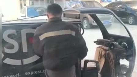 现在的快递员太低调了,看到他的奔驰车钥匙,我都不敢小看他了