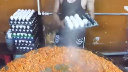 没见过这么大的蛋炒饭,一份里面放400个鸡蛋,谁还觉得印度穷_