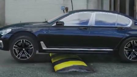 宝马阿尔宾娜过减速带,不愧是和劳斯莱斯同平台打造的,太酷了!