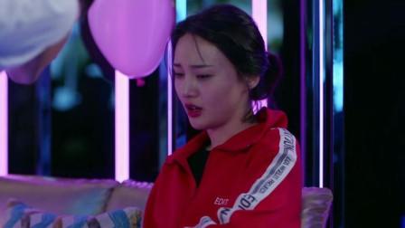 青春斗:赵聪以富商身份回归,当众跟向真求婚,向真:我早就结婚了!