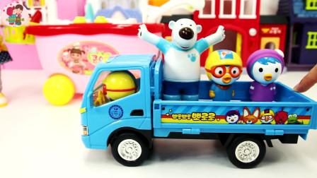 儿童是玩具大狗熊和小伙伴一起吃蛋糕披萨饼火腿肠炒蛋玩游戏过家家,儿童玩具亲子互动