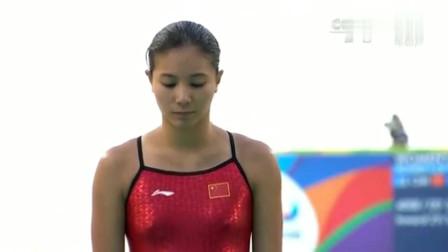 跳水运动员何姿,这一跳入水角度十分垂直,教练都惊讶了