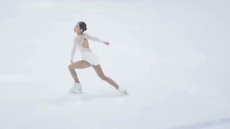 白衣韩国美女演绎绝美的冰上芭蕾,动作姿势很