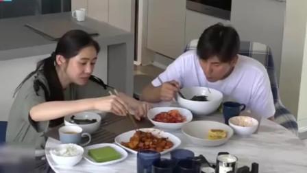 """于晓光饭量惊人,要求多吃一口米饭,结果秋瓷炫直接上""""家法""""!"""