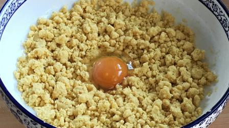 玉米面最好吃的做法,加1个鸡蛋,开水一烫,比面包馒头都好吃