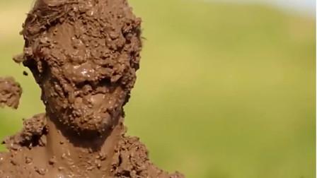 以色列最脏的节日,人们在泥坑中打滚祝福