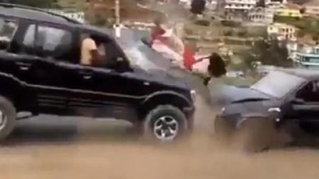 女司机岀色的车技,你不服都不行!