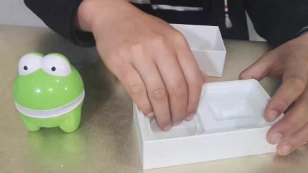 苹果手机包装盒底部,到底有没有备用数据线,拆开看看一目了然