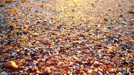新疆最大玛瑙滩绵延几十平方公里,仅用4年,就被掠夺殆尽枯竭