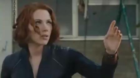 居然敢打断黑寡妇与浩克的温情时刻,浩克表示奥创你定了
