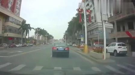 遇上女司机,差点就撞上,还好反应过来了!