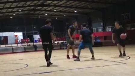 彭于晏厦门野球场打篮球,相比明星赛的吴亦凡球技咋样?