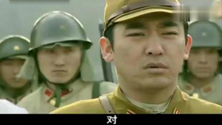 日军毒打伪军排长,不料激怒伪军,伪军发动兵变用机枪日军