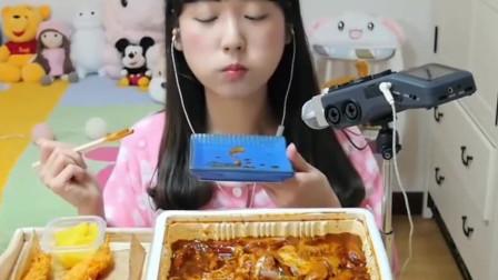 韩国美女大胃王吃炸虾配炒年糕,大口塞,超满足!