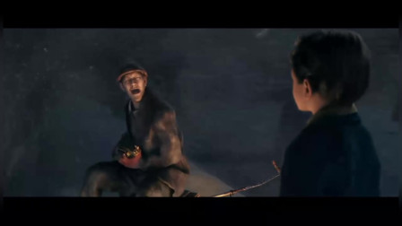 《极地特快》:小男孩去列车车顶上找列车长,却碰见了一个奇怪的人