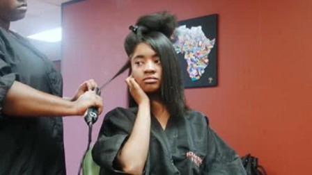 非洲人的头发又卷又硬,想要拉直有多困难?看完心疼理发师