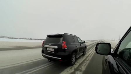 丰田普拉多VS兰德酷路泽差距有多少?到雪地比一下加速就知道了!