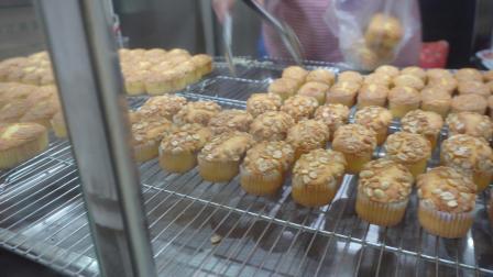 贵州街边拔丝蛋糕,酥酥软软还带有肉松的味道,7块钱就够吃了