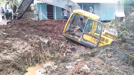 挖掘机陷车请叫吊车来救援,这可好!又搭进去两台!
