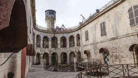 法国最自由的监狱,建在海中央无狱警看守,却没有一个犯人想逃