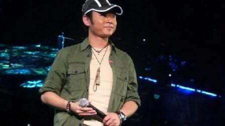 刀郎巡演献唱《亚克西 》欢快的节奏,演绎淋漓尽致!