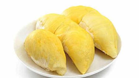 美食分享,果园里刚摘下来的榴莲,看着果肉饱满,真新鲜