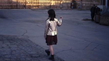 一部细思极恐的影片,女孩和父母逛街,路人却看到诡异景象
