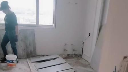 瓷砖上墙都没刷背胶出现脱落,都撬下来刷胶重新贴吧!