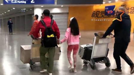機場:馬伊琍一家出游歸來 一路抱女兒力量大