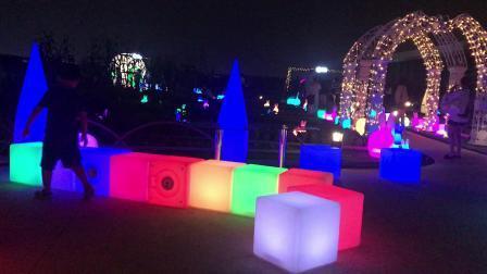 【7岁】9-6哈哈元宵节在爱琴海顶楼玩彩色魔方IMG_8678.MOV