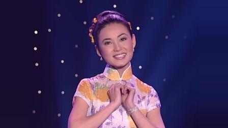 越南女歌手翻唱中国歌曲《月亮代表我的心》,浓浓的80年代风格!