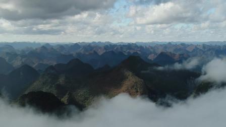 贵州一山洞住着上百人 祖祖辈辈在洞中过着与世隔绝的生活