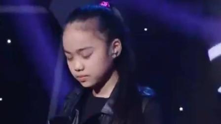 11岁女孩汤晶锦又来了,一开嗓就秒杀所有观众,张杰都听呆了!