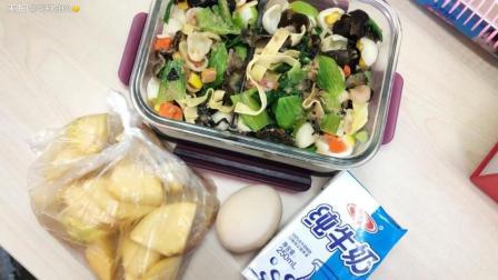 晚上喝了紫菜蛋花汤面包香蕉三明治