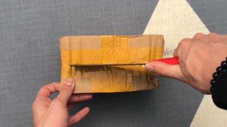 """华强北499元买的""""iPhone SE2""""开箱,打开盒子的那一瞬:天呐!小苹果"""