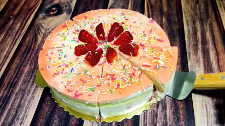 草莓和酸奶能碰撞成什么美食呢?今天试试草莓酸奶慕斯,做法简单又好吃