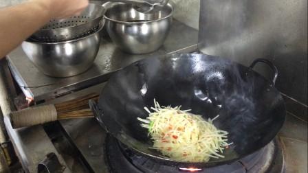 原来酒店大厨是这样炒土豆丝的,难怪比家里好吃
