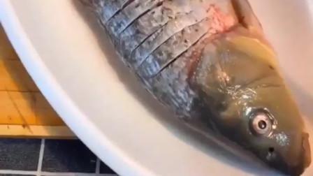 鲤鱼怎么做好吃?鲤鱼这样做,老婆都爱吃!