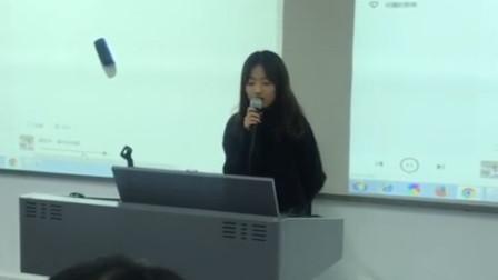 女同学被老师点名上台唱歌!一开口就惊艳全班!老师都拍手叫好