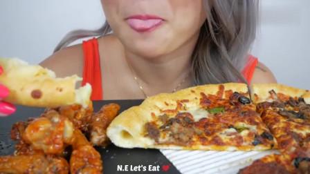 简单肉披萨大口嚼,小妹的胃口真是太棒了!