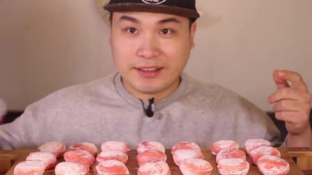 韩国吃播大胃王胖哥,吃Q爽弹牙的草莓大福年糕,好想吃一个啊
