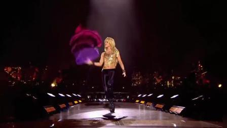 夏奇拉巴黎演唱会。被誉为舞蹈精灵,传奇歌后,是男生们的梦之女郎。