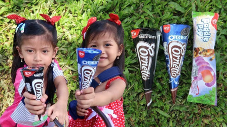 越看越好吃!小萝莉给我们展示什么冰淇淋呢?看起来好美味呀!