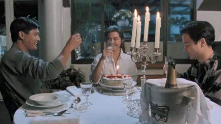 妹妹过生日,两个哥哥为她准备生日蛋糕,谁料一吹蜡烛就遭殃了