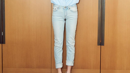 烂大街的牛仔裤怎么穿才吸睛?3个牛仔裤穿搭套路,助你时髦又减龄
