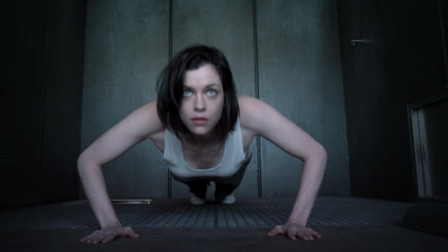 在虚拟空间待1分钟,可抵监狱10年,美女进去几秒就后悔了!